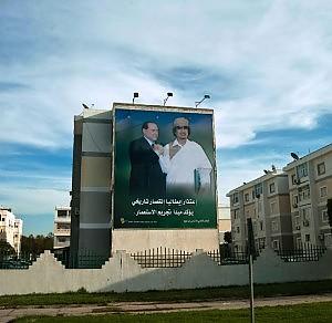 Berlusconi-gheddafi-monumento