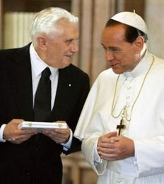 Berlusconi-ratzinger-travestiti