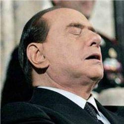Berlusconi-addormentato-5