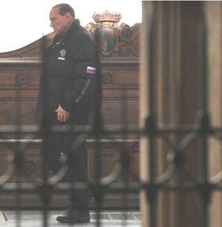 Berlusconi-giaccone-sbarre