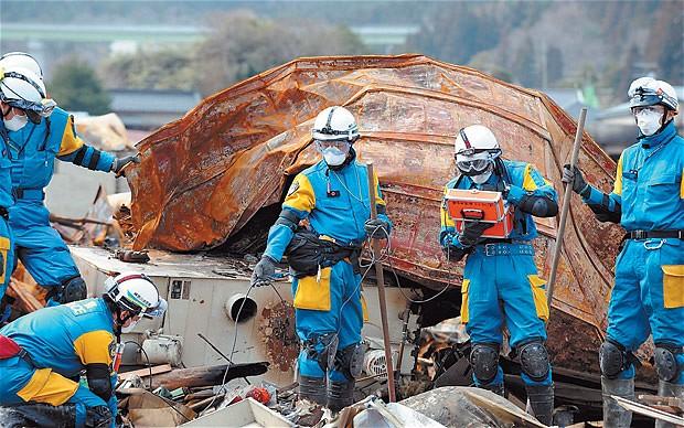 Fukushima-workers_1861569b