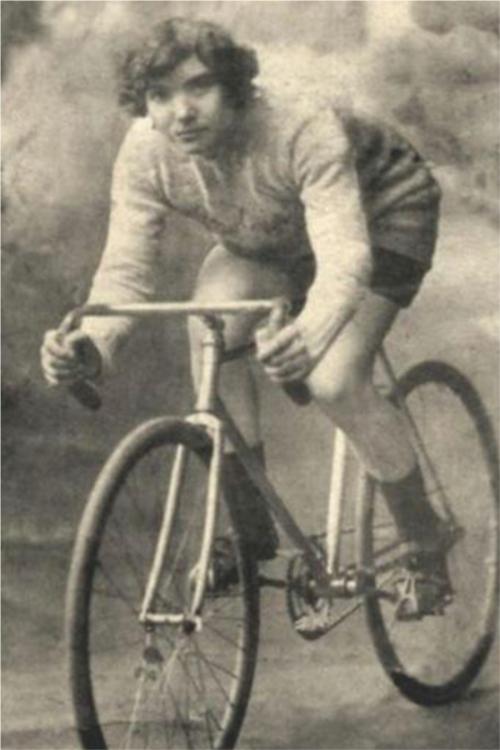 Tina-Anselmi-staffetta-in-bicicletta